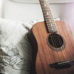 Z gitarą na pokładzie